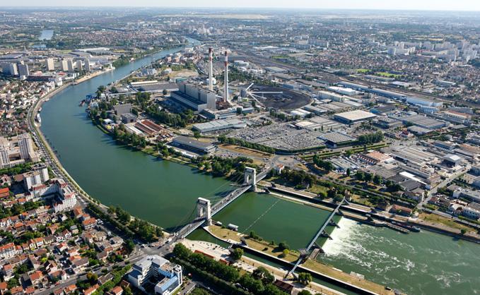 Vue-aerienne-du-pont-du-port-a-l-Anglais-Centrale-a-charbon-EDF_image_mediatheque